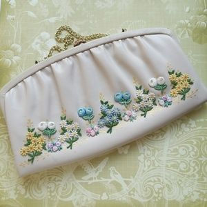 Vintage Embroidered Flowers Snap Lock clutch bag